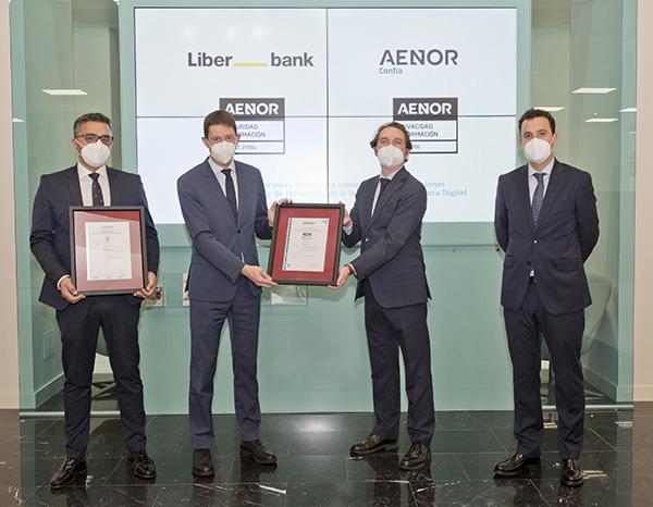 LIBERBANK, con la colaboración de START UP, se convierte en la primera entidad financiera en obtener la doble certificación en seguridad y privacidad de la información en su banca digital